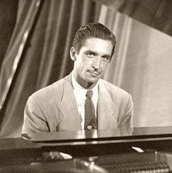 Felipe Dulzaides nació La Habana el 13 de marzo de 1917