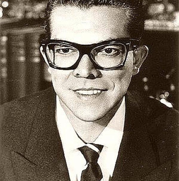 Esquivel nació en Tampico, México, el 20 de enero de 1918