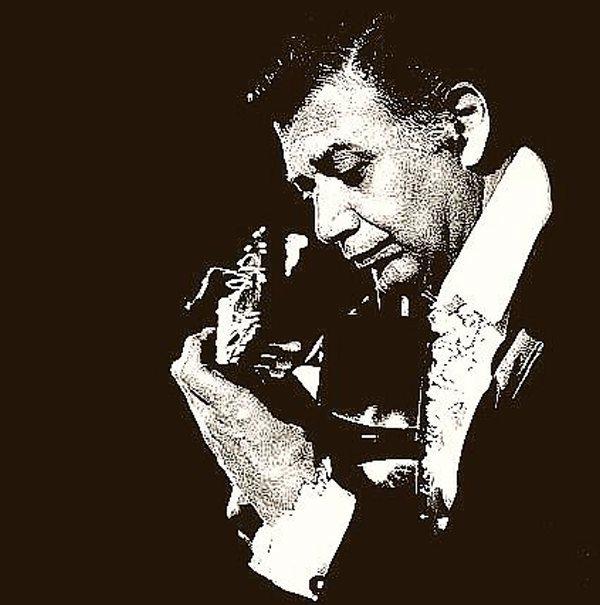 Mario Escudero nació en Alicante el 11 de octubre de 1928