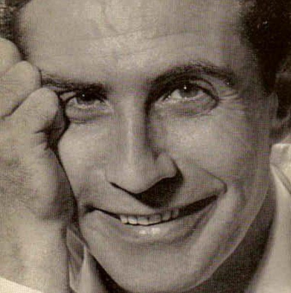 Gilbert Becaud nació en Toulon, Francia, el 24 de octubre de 1927