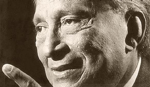 Fernando Álvarez nació en Santiago de Cuba el 4 de noviembre de 1927