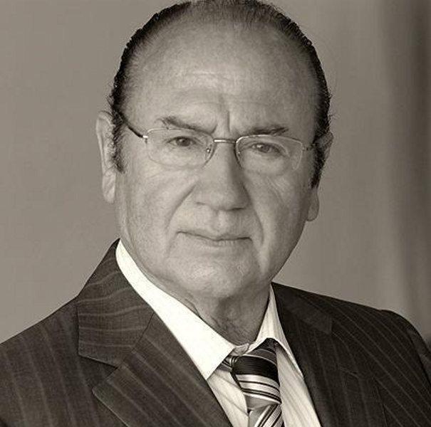 Fosforito, nació en Puente Genil (Córdoba) el 3 de agosto de 1932