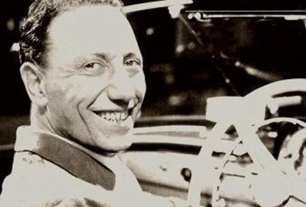 Renato Carosone nació en Nápoles, Italia, el 3 de enero de 1920